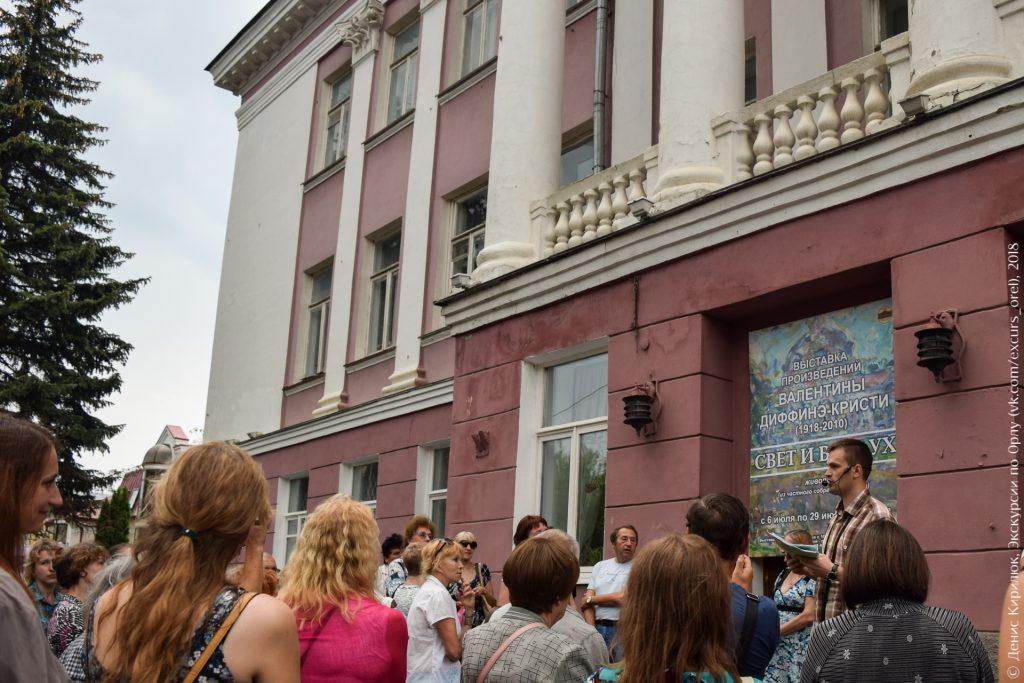 Советское здание с колоннами