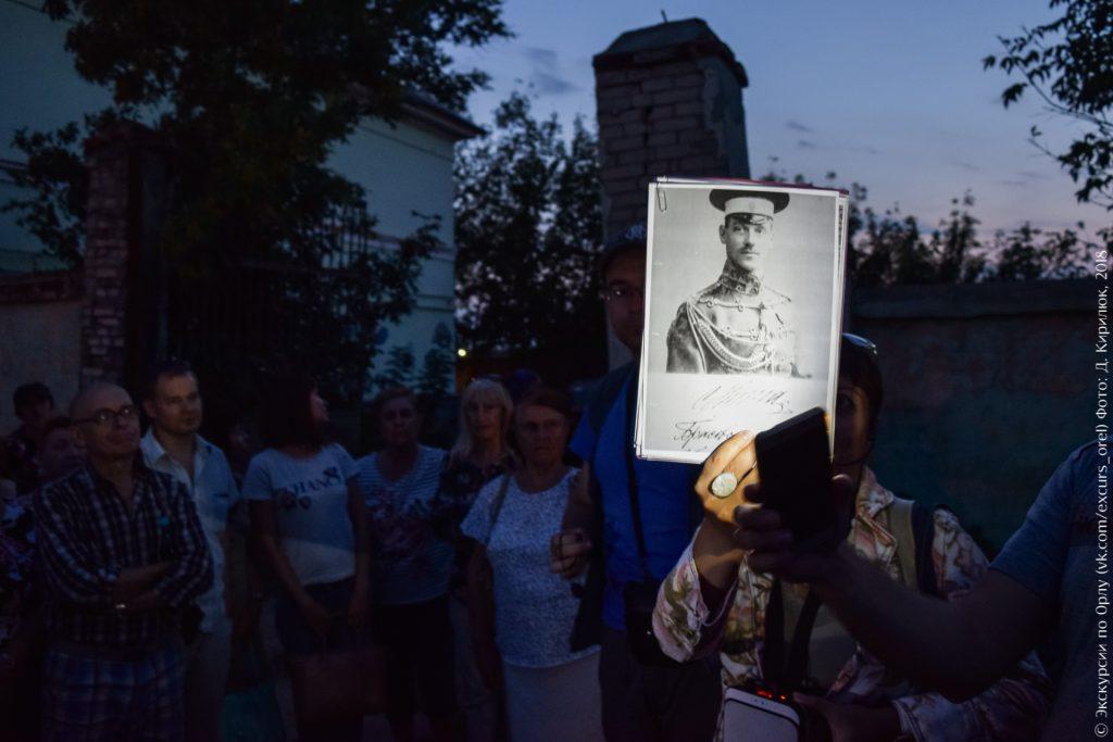 Фото Михаила Романова в парадной форме Черниговского полка
