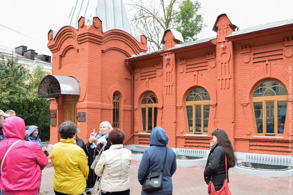 Краснокирпичный дом в стиле русский модерн