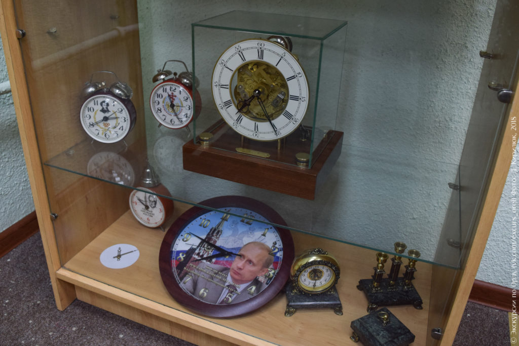 Часы с портретами Пушкина, Ельцина, Путина