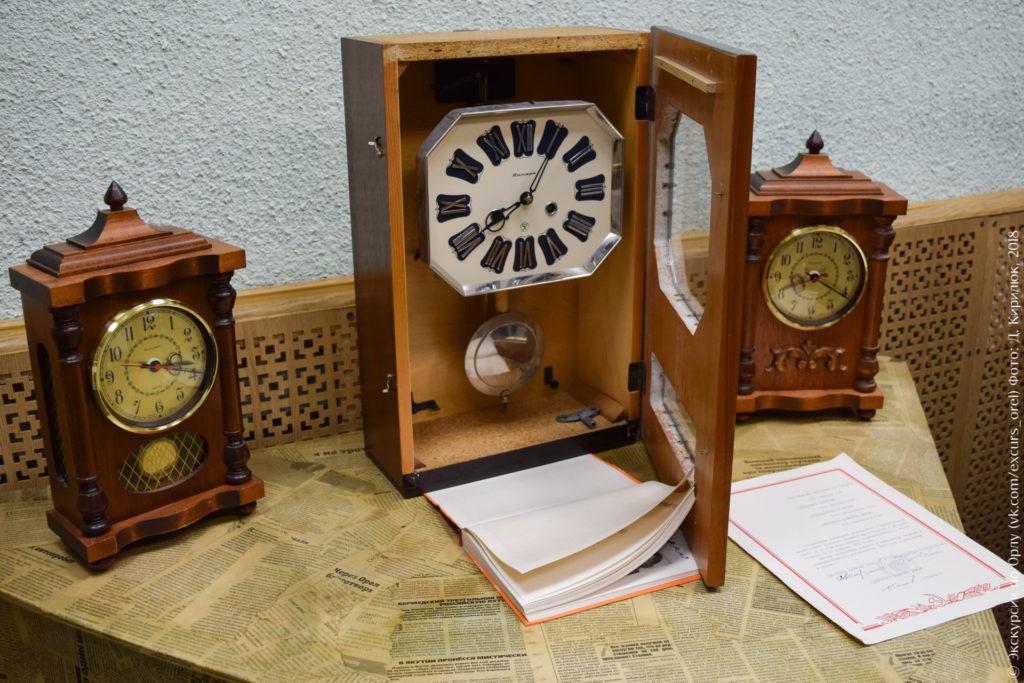 Настенные и настольные часы в деревянных корпусах