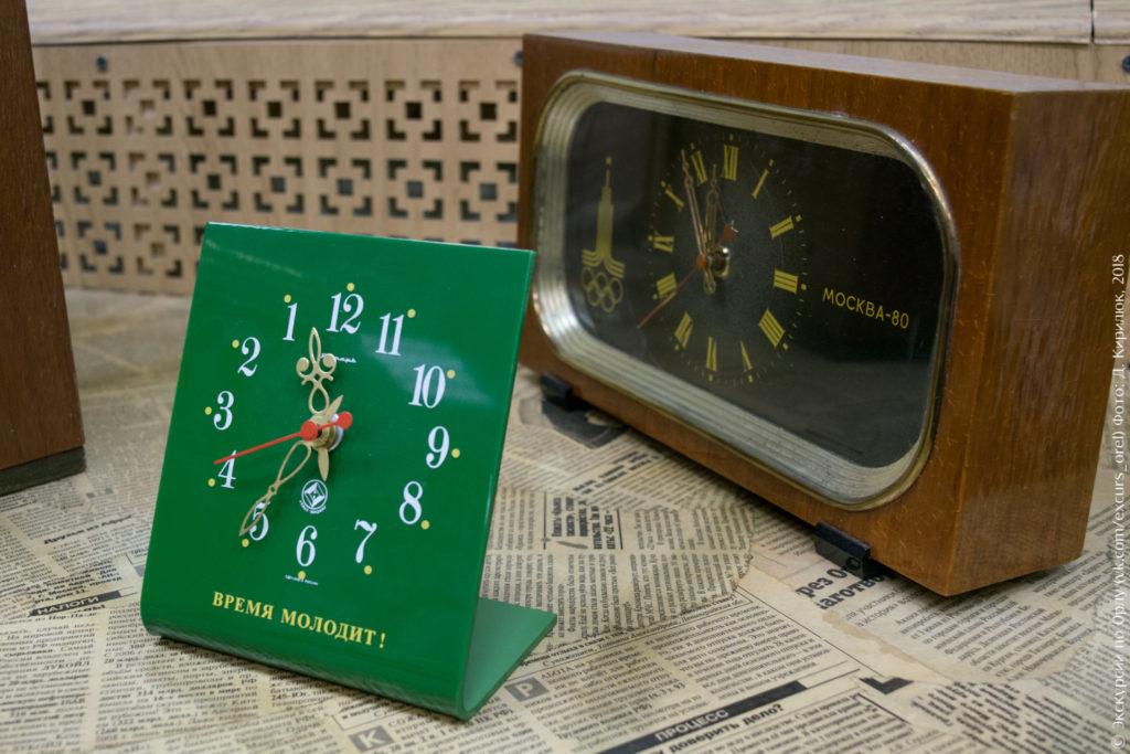 Часы с эмблемой олимпиады Москва-80 и с обратным циферблатом
