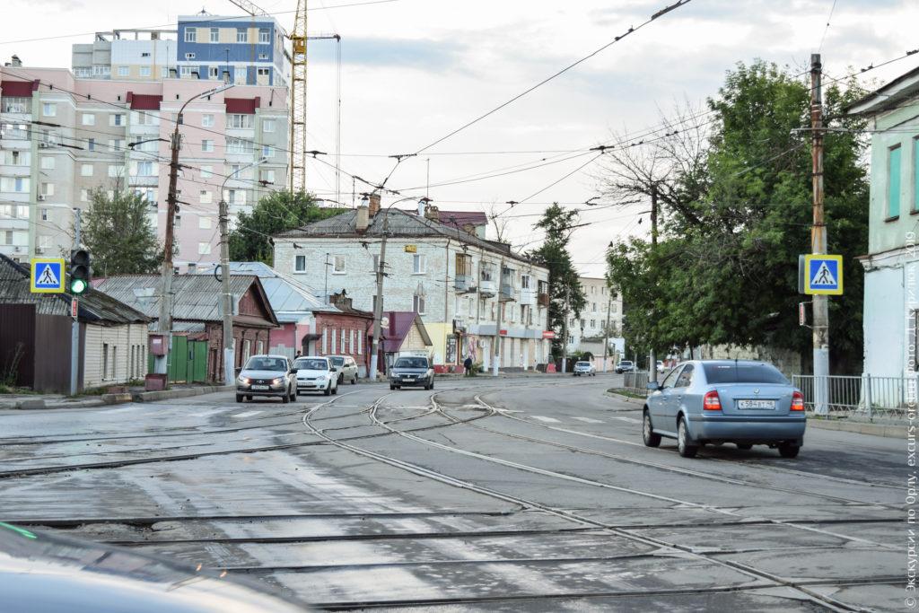 Перекресток с трамвайной развязкой.
