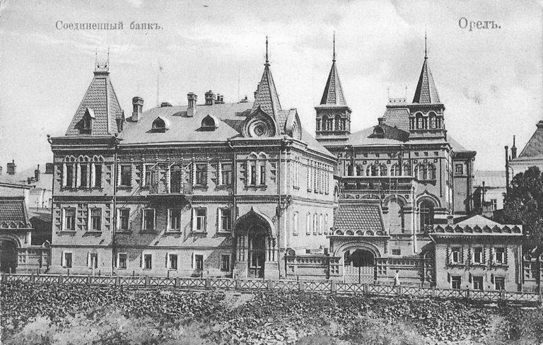 Дореволюционная открытка с изображением здания с шатровой крышей на набережной.